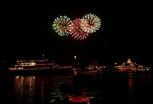boat parade fireworks balboa newport